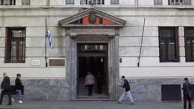 Déficit fiscal en Uruguay en 4.9%, el mayor guarismo en 30 años
