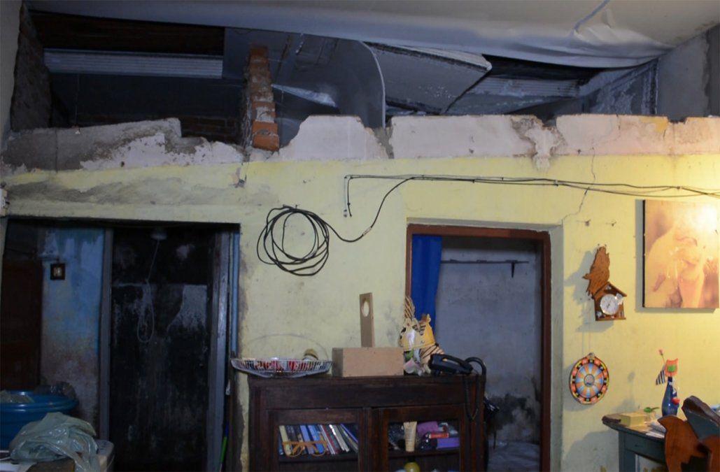 Explotó la caldera de una piscina, voló 100 metros y rompió el techo de dos casas