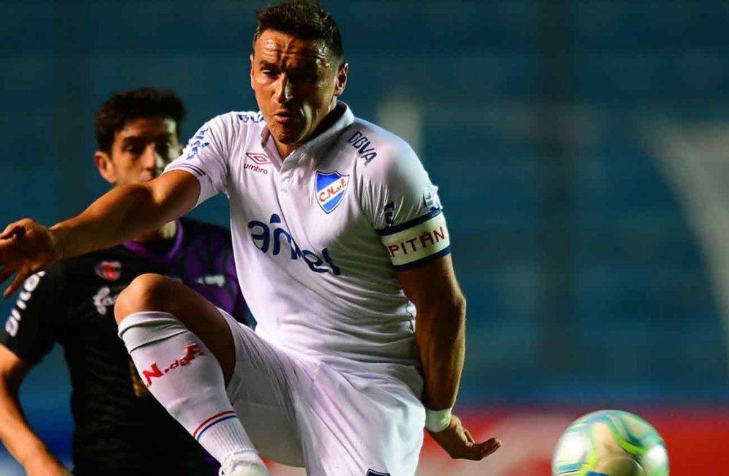 Nacional le ganó 2-0 a Fénix y lidera la tabla con Progreso