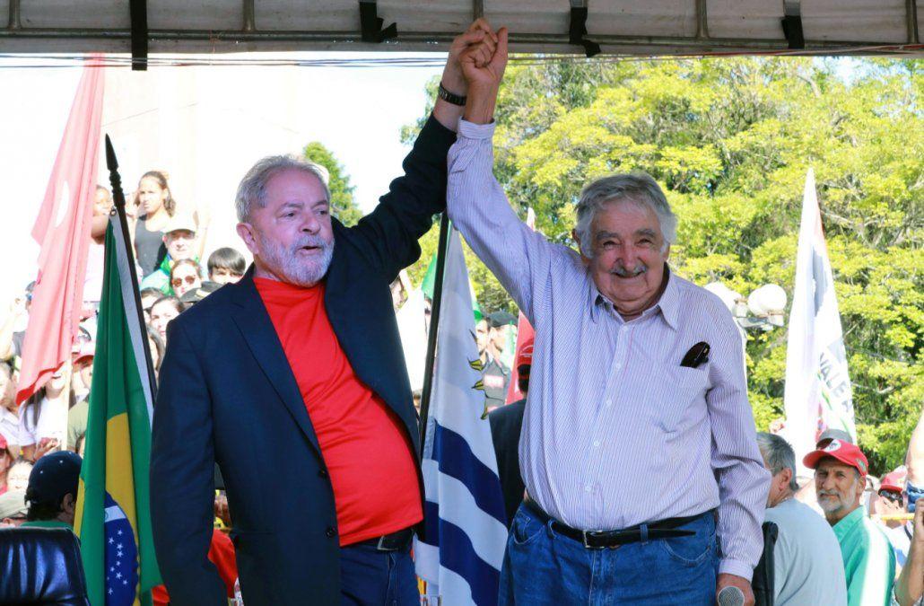 Mujica piensa ir a Brasil para visitar a Lula después de la segunda vuelta