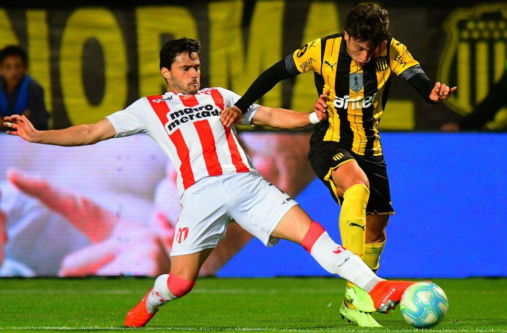 Peñarol le ganó 1-0 a River Plate y acumula su quinta victoria consecutiva