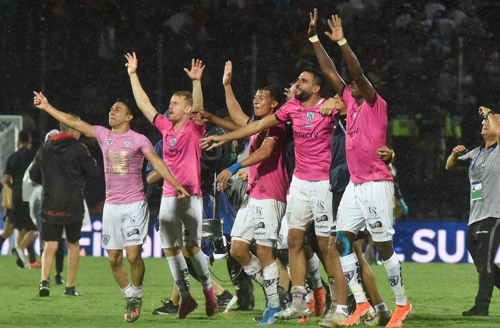 Independiente del Valle derrotó 3-1 a Colón y se quedó con la Copa Sudamericana