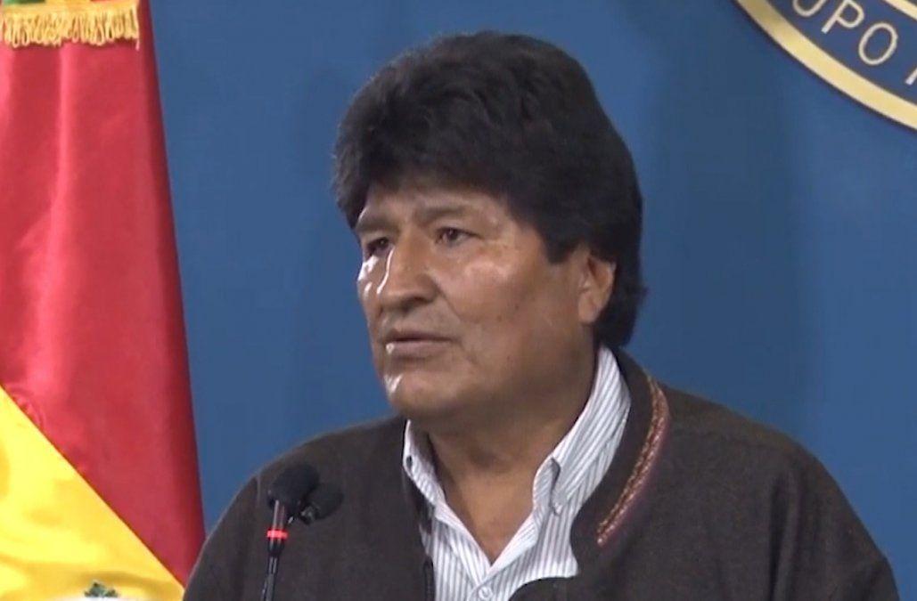 Hasta que la Asamblea Nacional no acepte su renuncia, Morales continúa al mando
