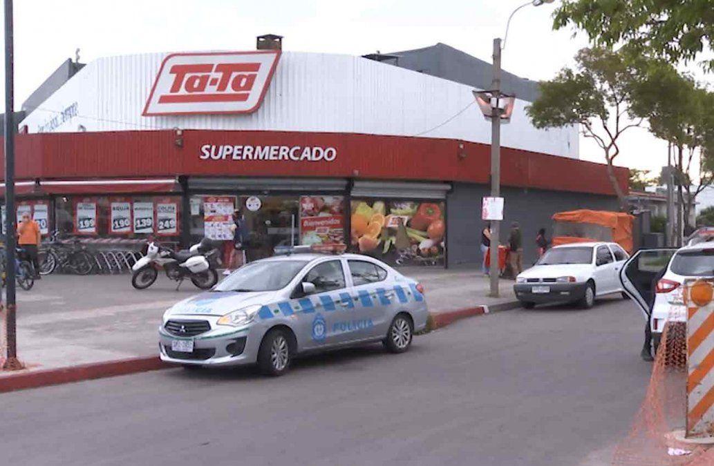 Tres delincuentes fuertemente armados rapiñaron un supermercado