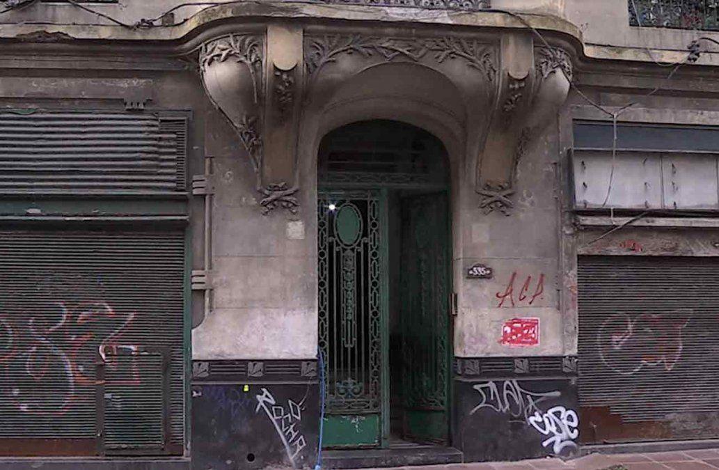 Dominicanos fueron estafados: alquilaron habitaciones de un edificio que estaba usurpado