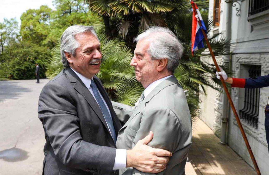 Presidencia aclara que reunión entre Vázquez y Alberto Fernández la pidió el presidente electo argentino
