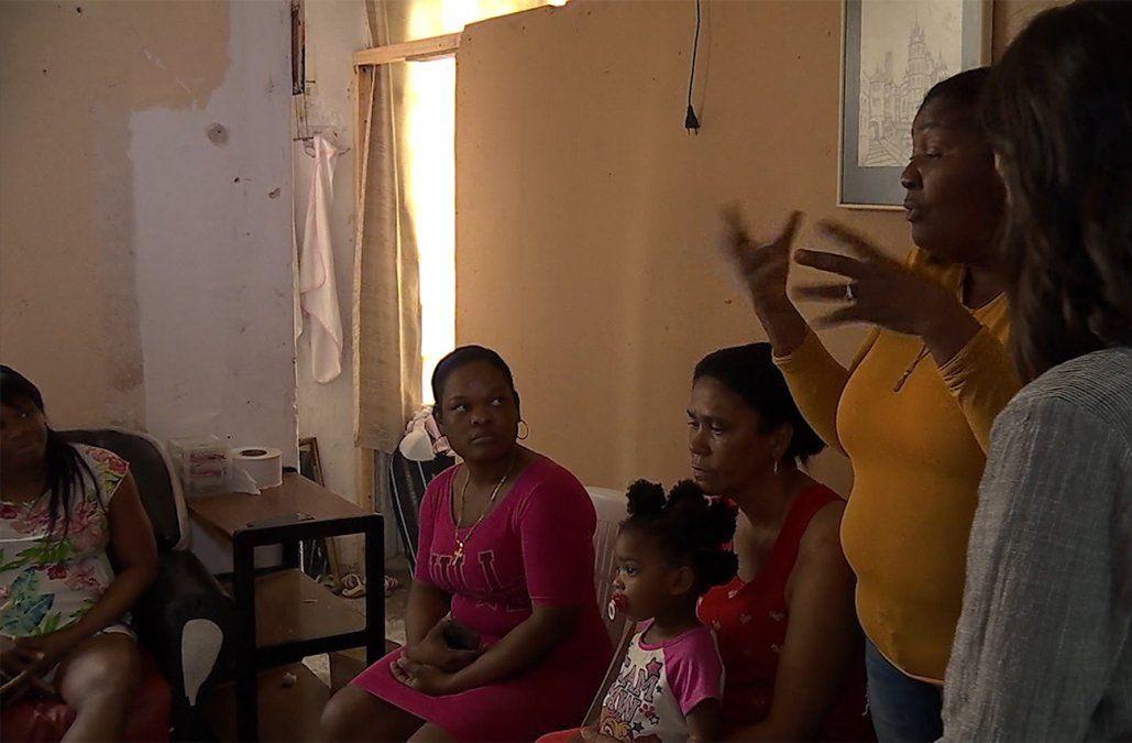 Se suspendió el desalojo de los 30 dominicanos de una pensión en Ciudad Vieja
