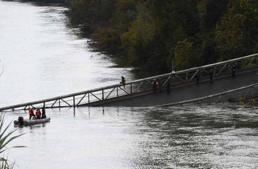 Una adolescente muerta y varios desaparecidos al hundirse un puente en Francia