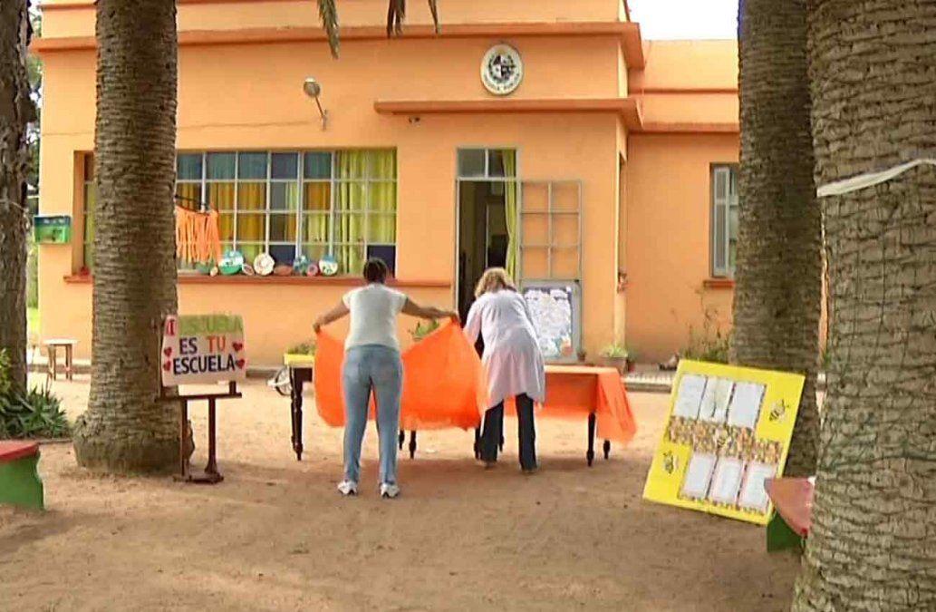 Alumnos de escuela rural incendiada fueron recibidos por los niños de Paso Los Talas