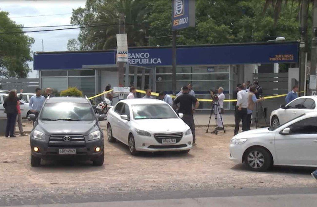 Buscan a asaltantes del BROU: la Policía releva varias cámaras de seguridad