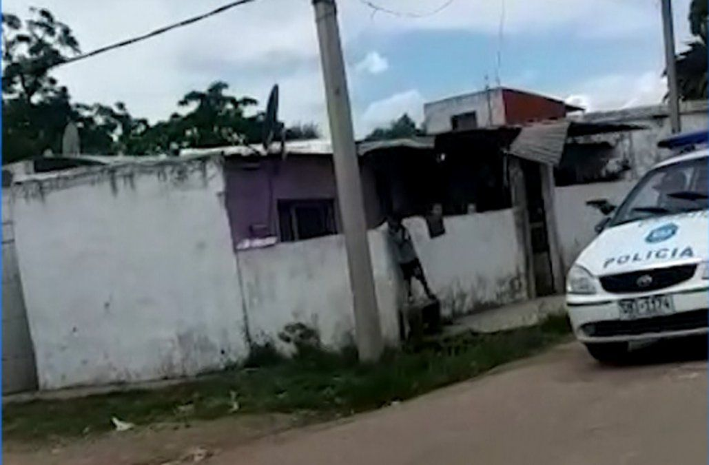 Policía repelió a los tiros agresión a una ambulancia y disparó adelante de un niño