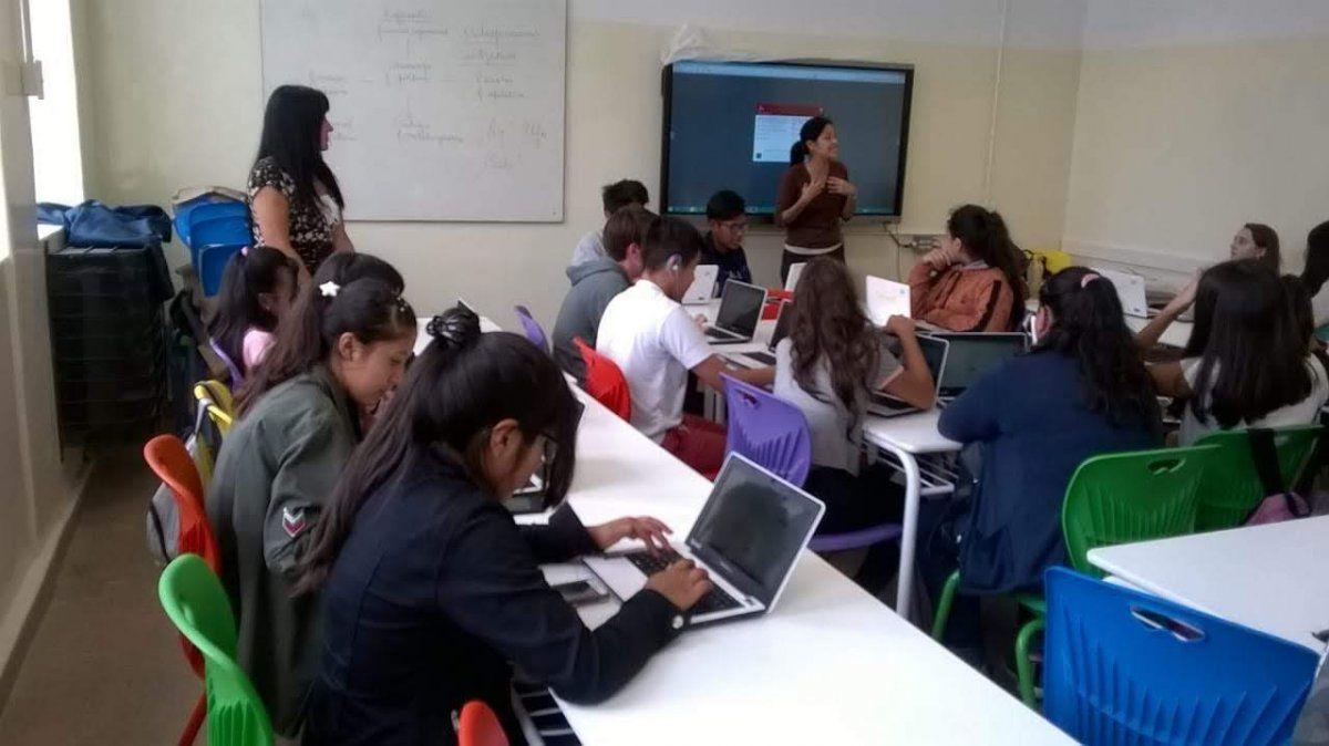 Alfabetización digital: 33% de alumnos de 2º año de educación media no llegan al nivel básico