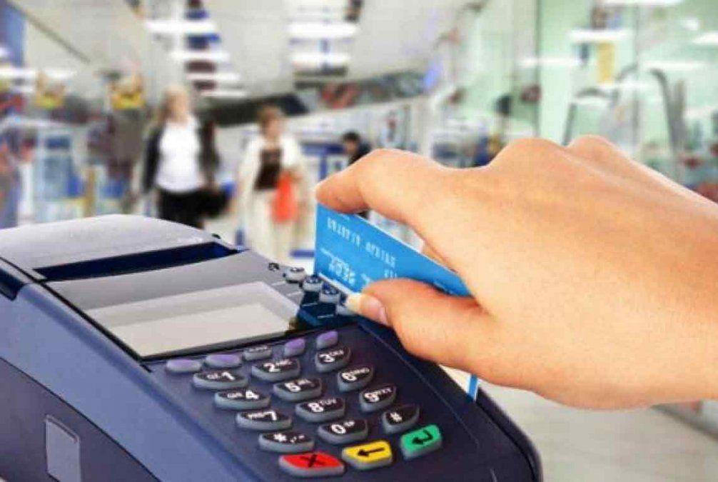 Se apropió de la tarjeta de su compañera de trabajo y gastó $ 5.000 en el shopping