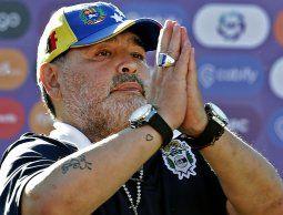 Maradona dio marcha atrás y anunció su continuidad como DT de Gimnasia