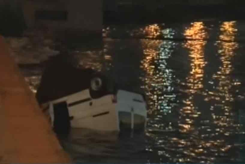 Una camioneta terminó en el agua luego de chocar contra otro vehículo