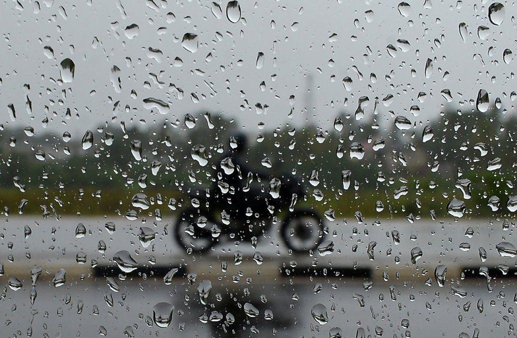 Meteorología emitió una alerta por tormentas fuertes que afectará a 8 departamentos