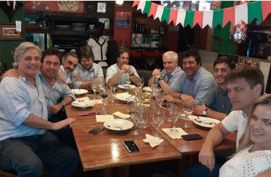 Lacalle Pou almorzó este lunes con amigos en un restaurante de Pocitos