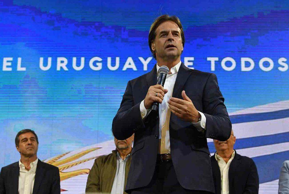 Lacalle Pou alcanzó los votos necesarios y Martínez le reconoció el  triunfo