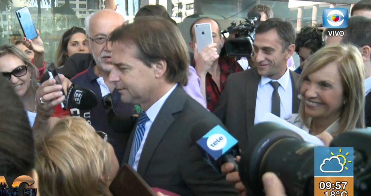 Lacalle Pou llega con Beatriz Argimón a la Torre Ejecutiva