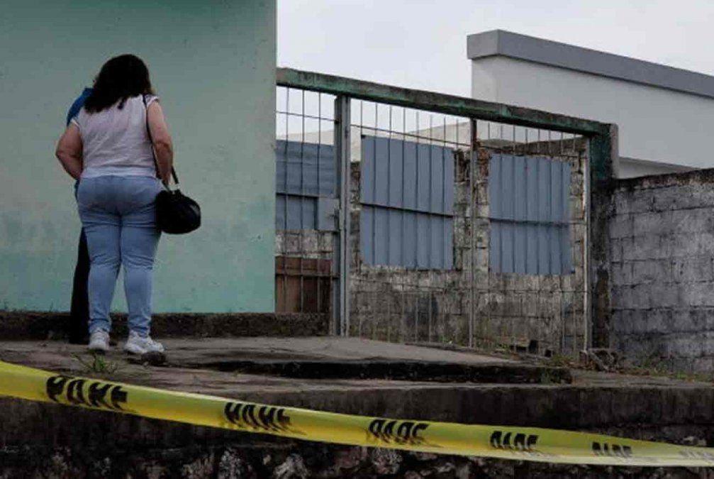 Mujer murió al ingresar a su casa a través de las rejas; quedó atrapada