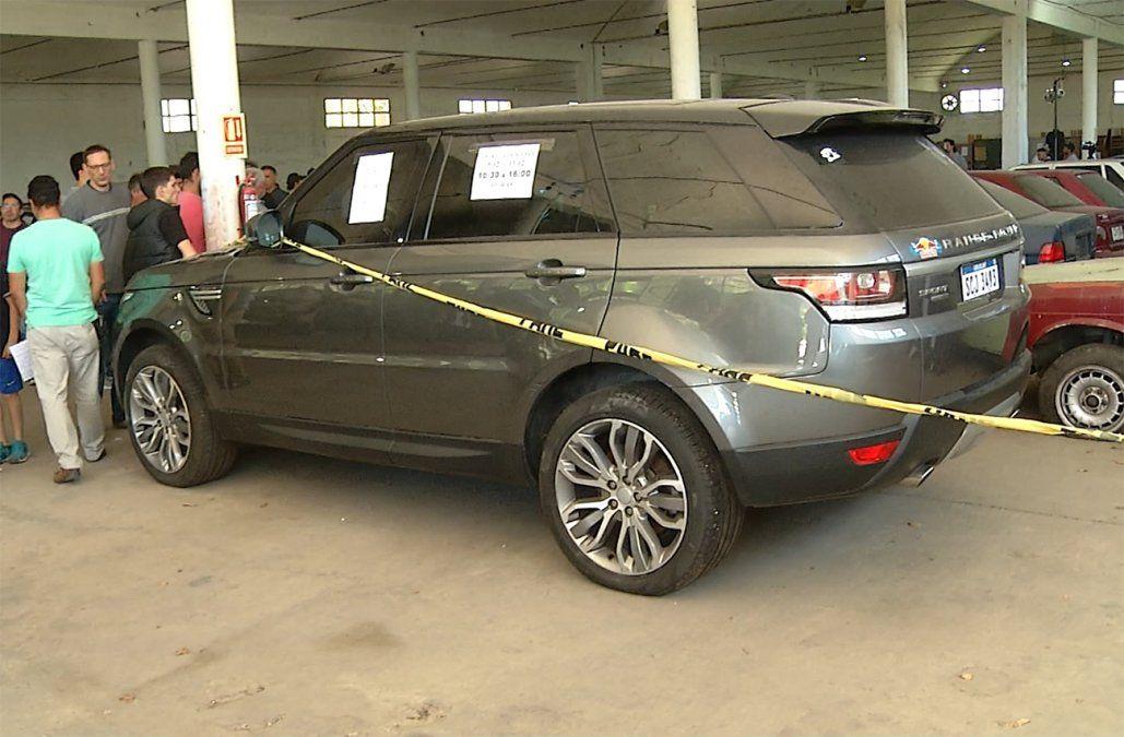Remataron 48 vehículos incautados al narcotráfico por más de 270.000 dólares