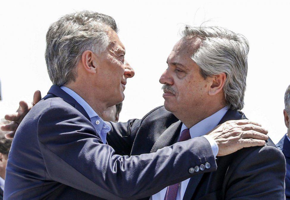 Macri y Alberto Fernández juntos en una misa  a pocas horas del relevo presidencial