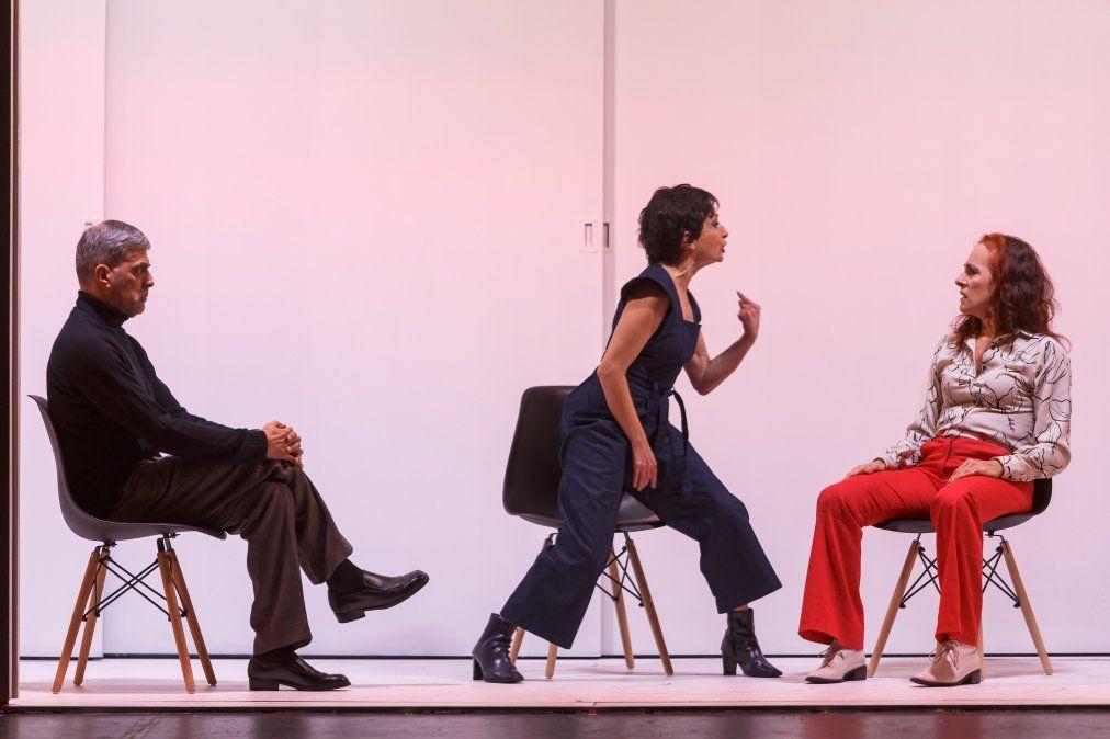 Reunificación de las dos Coreas en Sala Verdi. La obra es un hit teatral que se exhibe en otros países como Argentina y Perù con elencos locales.