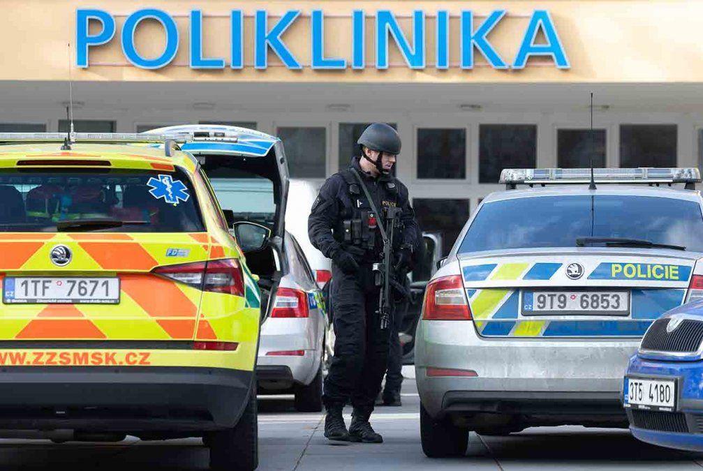 Un hombre mata a seis personas en un hospital checo antes de suicidarse