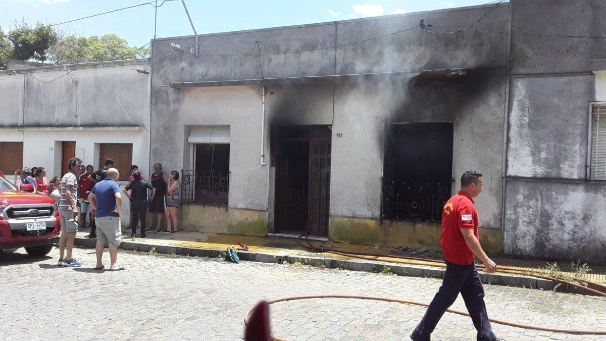 Una mujer le prendió una vela a una virgencita y se le incendió su vivienda