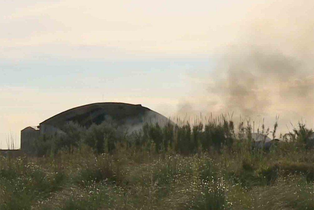 Pérdidas totales tras incendio en depósito de Motociclo: continúan tareas de enfriamiento
