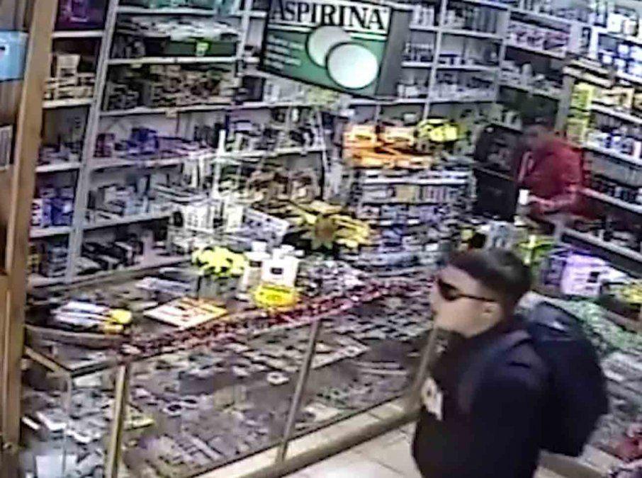 Delincuentes vestidos de policía y delivery asaltaron una farmacia en Solymar