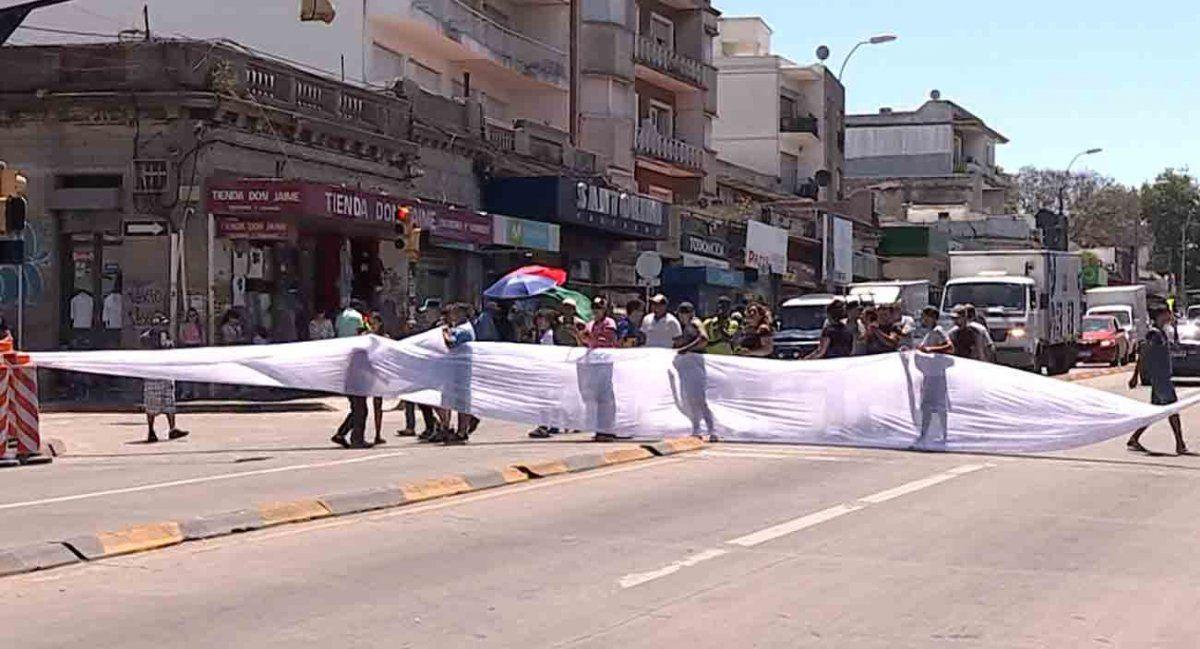 Vendedores ambulantes reclaman habilitación para vender durante las fiestas
