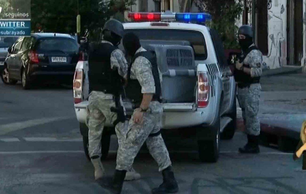 Tres detenidos por rapiñas tras operativo policial en Barrio Sur