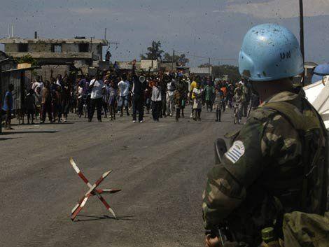 Tropas uruguayas en Haití señaladas como factor de prostitución, abuso y embarazo de menores