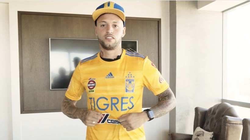 El extremo zurdo con la camiseta de Tigres