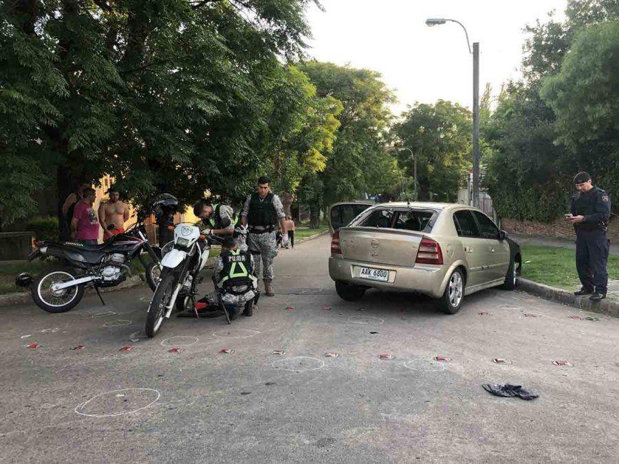 Tiroteo entre la policía y cinco delincuentes tras robar dos locales en el Centro