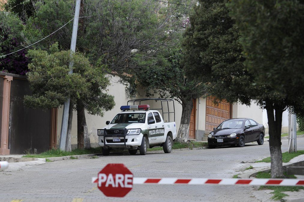 Encapuchados españoles intentaron entrar en embajada de México en Bolivia