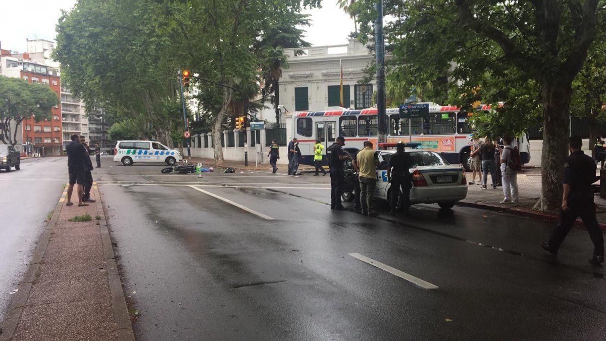 Mujer delivery muere atropellada por un ómnibus, tras cruzar con luz roja