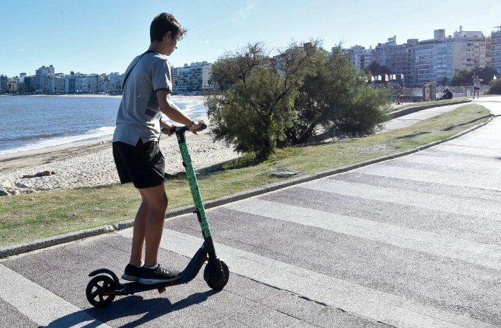 Junta de Montevideo aprobó decreto que prohíbe bicicletas y monopatines sobre las veredas