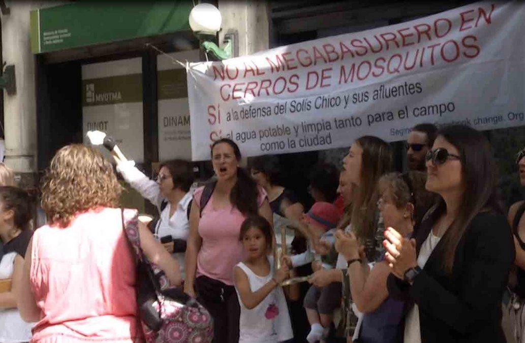 Vecinos y productores de Canelones se concentraron contra megabasurero