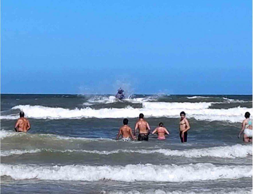 La Armada Nacional rescató a un bañista que era arrastrado por la corriente