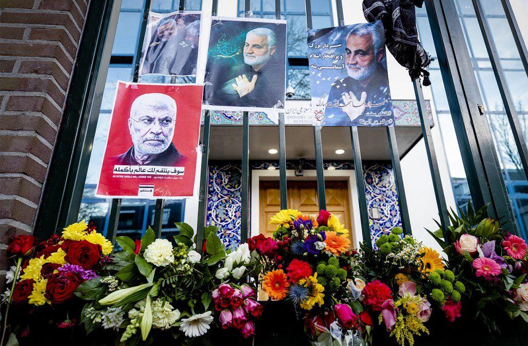Soleimani homenajeado por cientos de personas en las calles de Teherán