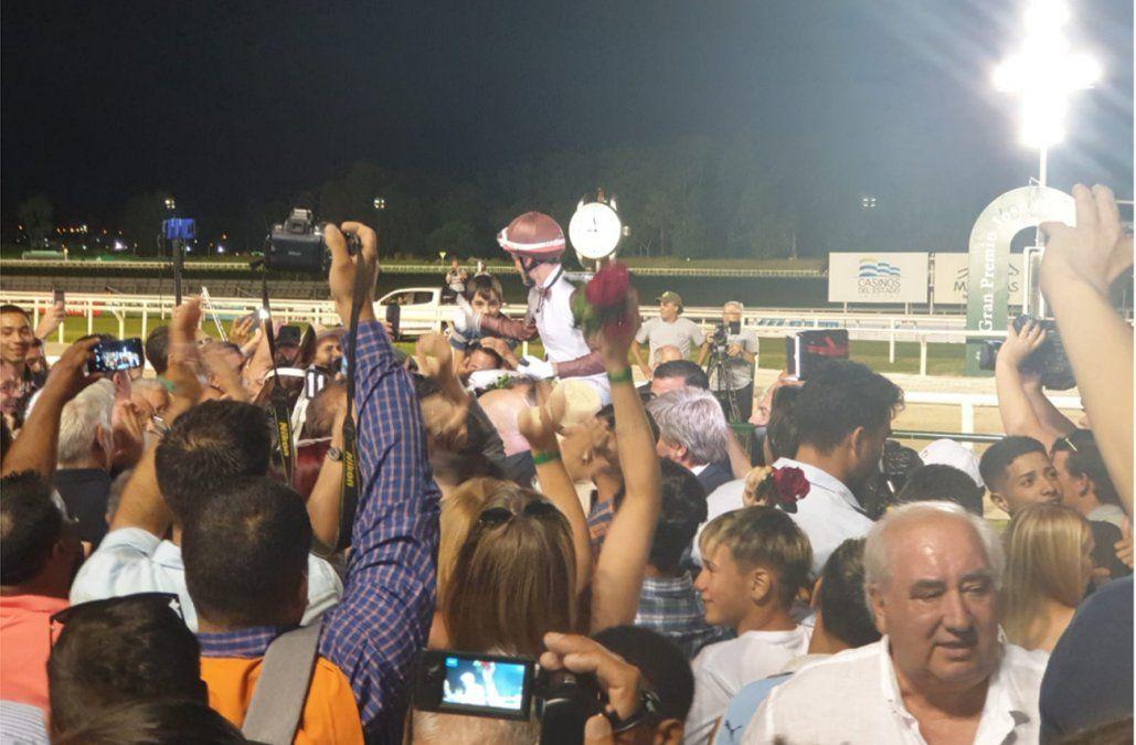 Ajuste Fiscal ganó el Gran Premio Ramírez con la monta de Héctor Fabián Lazo
