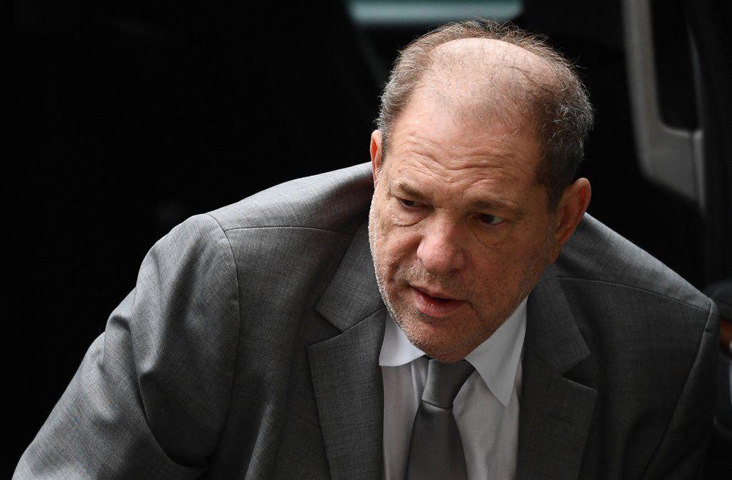 Weinstein acusado de violación en Los Ángeles al comenzar su juicio en Nueva York