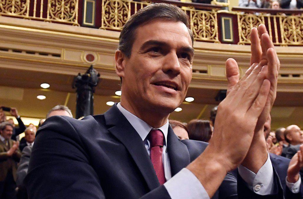 Pedro Sánchez juró como presidente de un inédito gobierno de coalición