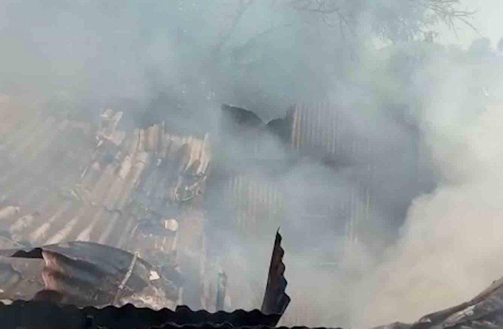 Un hombre descuidó el fuego cuando hacía un asado y su casa terminó incendiada