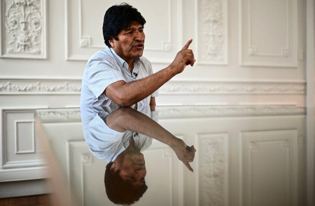 Gobierno boliviano activa orden contra Morales para evitar que viaje a Chile