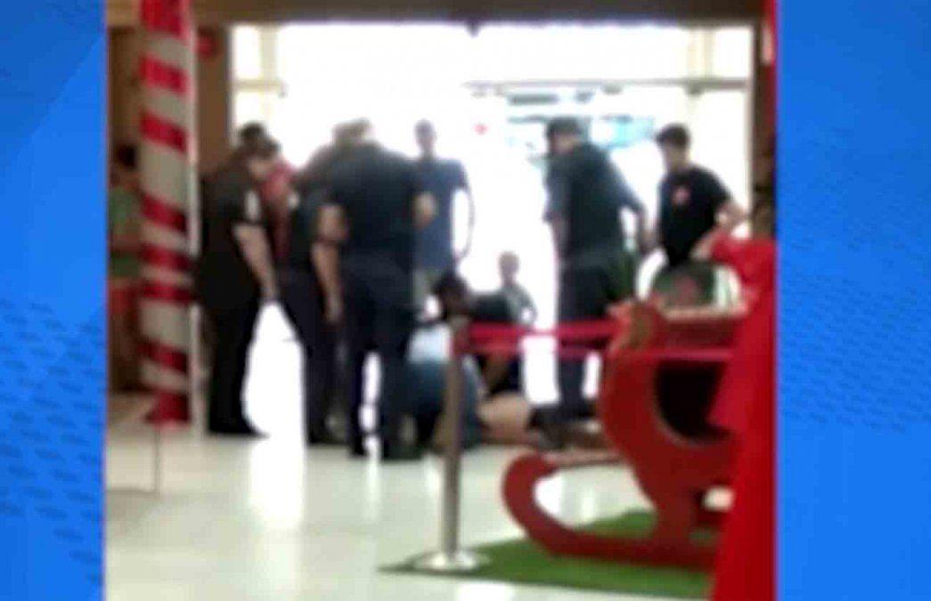 Guardias asfixiaron durante seis minutos al hombre detenido en shopping de Paysandú