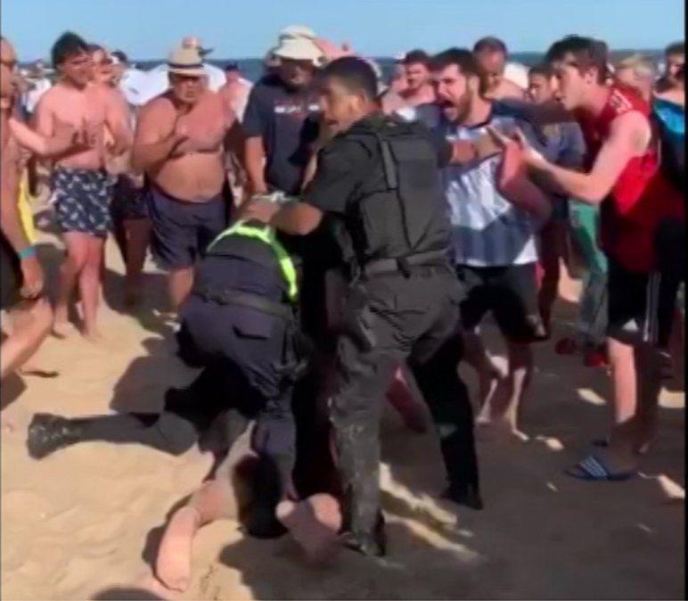 Hinchas de River intentaron asaltar un parador en Punta del Este