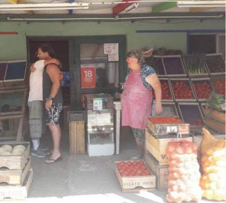 Lacalle Pou descansa en La Paloma y anduvo de compras por la verdulería